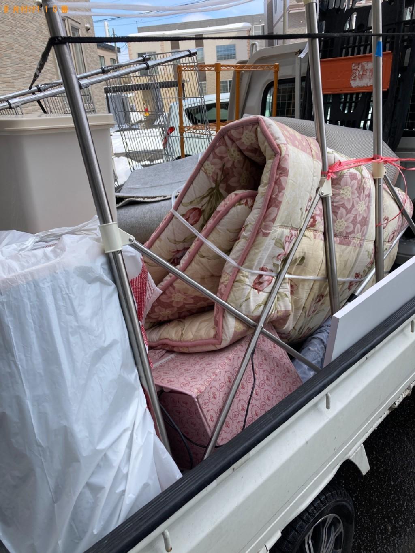 カーペット、スタンドミラー、椅子、テレビ台等の回収